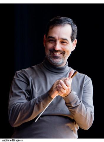 Close Maestro Galindo by Dani Gurgel, 2011, Auditorio Ibirapuera